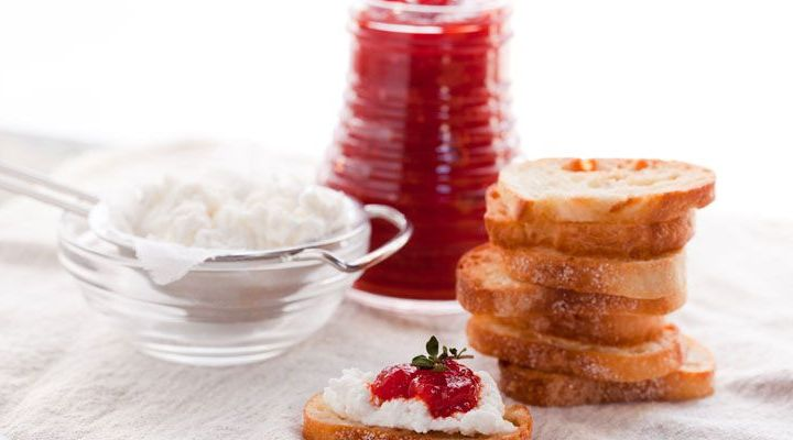 Crostini of Homemade Ricotta and Roasted Red Bell Pepper Jam Recipe