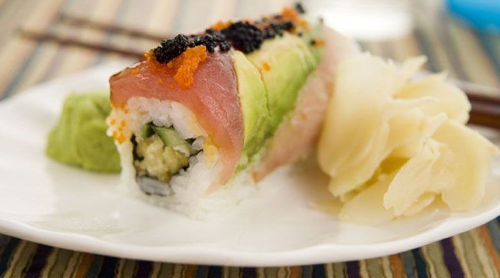 Hosomaki: Tuna Sushi Rolls with Spicy Hot Sauce Recipe