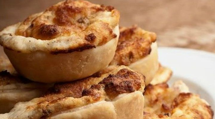 Mini Apple, Roquefort and Caramelized Onion Pies with Honey Recipe