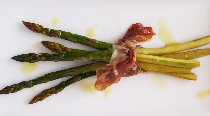 Roasted Asparagus Bundles with Fontina and Prosciutto Recipe